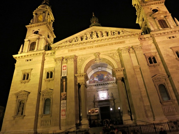 st stephen basilica night budapest